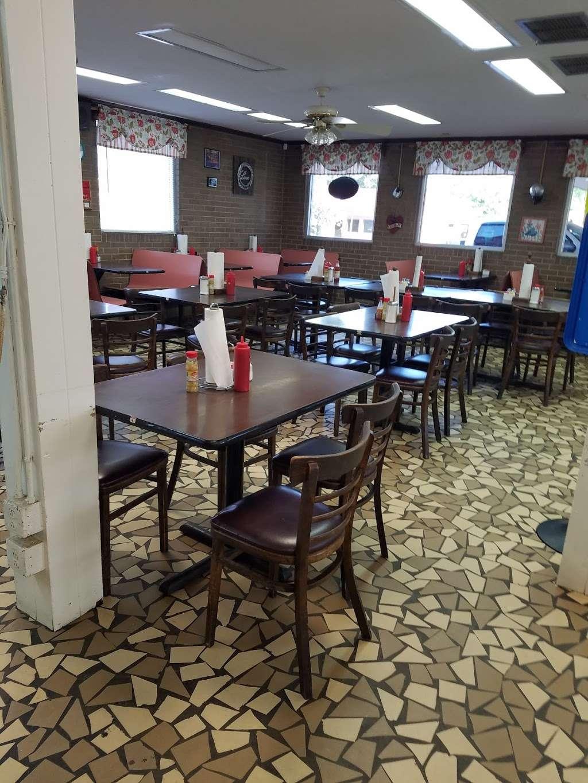 Christines Wagon Wheel - restaurant  | Photo 5 of 10 | Address: 204 W Main St, Marshville, NC 28103, USA | Phone: (704) 624-2057