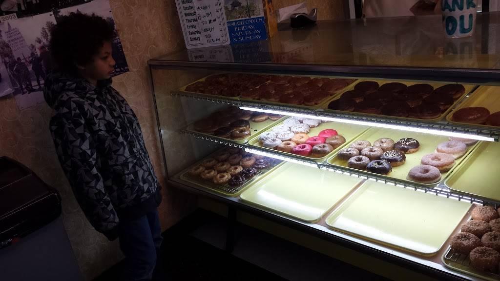 Donut Hut - bakery  | Photo 7 of 9 | Address: 3242 E Desert Inn Rd # 17, Las Vegas, NV 89121, USA | Phone: (702) 369-1711