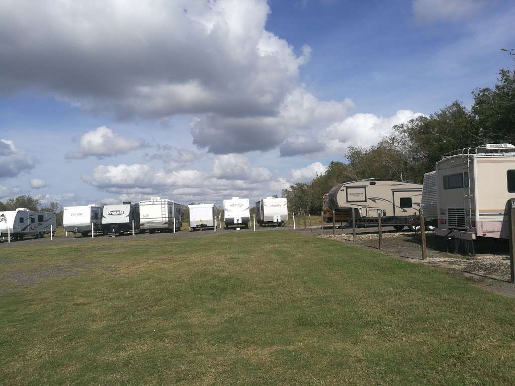 Barina RV & Boat Storage - storage    Photo 1 of 9   Address: 4235 County Rd 288, Angleton, TX 77515, USA   Phone: (979) 299-3772