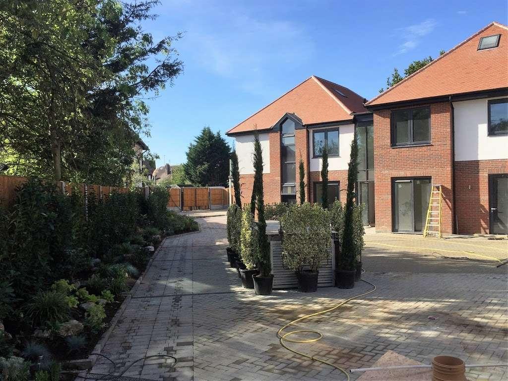 Eden Lodges - lodging  | Photo 2 of 2 | Address: 183 Manor Rd, Chigwell IG7 5QB, UK | Phone: 07522 845209
