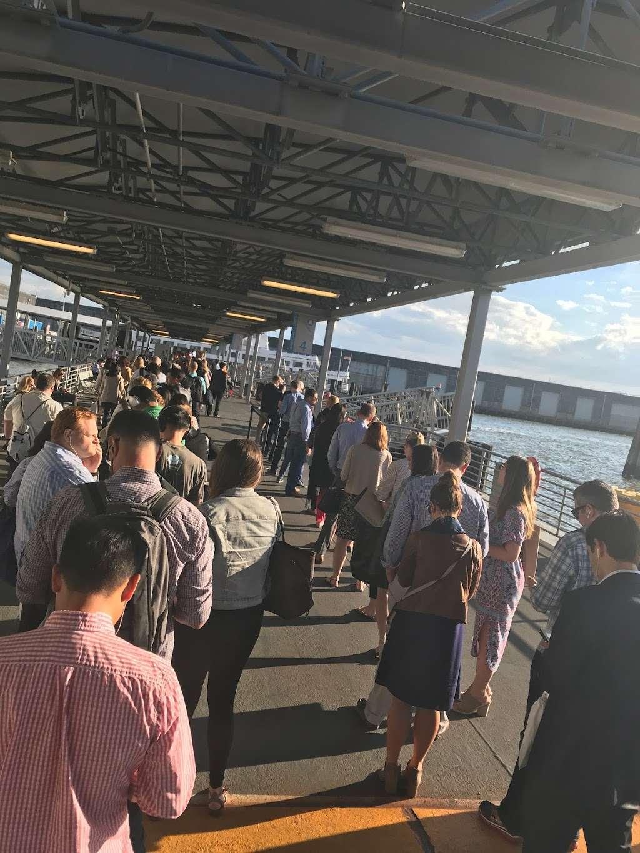 Edgewater Ferry Landing - transit station  | Photo 9 of 10 | Address: 989 River Rd, Edgewater, NJ 07020, USA | Phone: (800) 533-3779