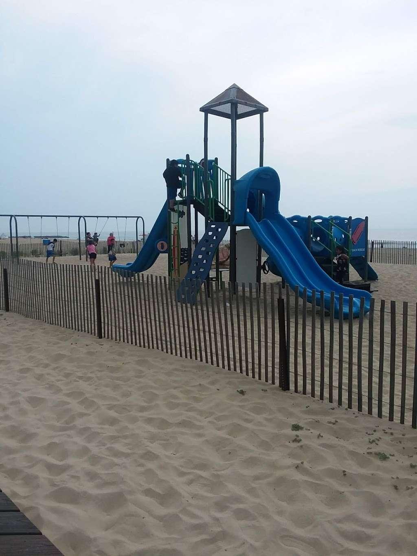 Veterans Memorial Park - park  | Photo 6 of 10 | Address: Ocean Blvd &, Lakeshore Dr, Keyport, NJ 07735, USA | Phone: (732) 583-4200