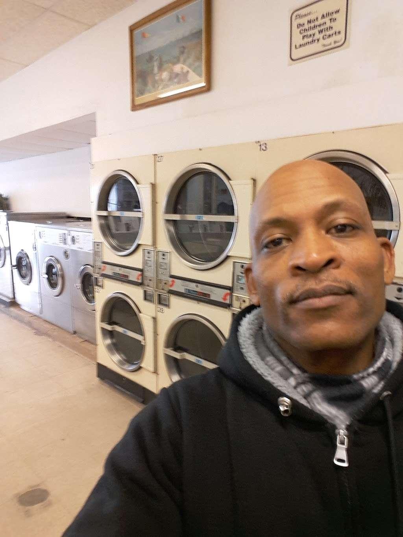 Hartford Avenue Laundromat - laundry  | Photo 1 of 3 | Address: 401 Hartford Ave, Providence, RI 02909, USA | Phone: (401) 751-9355