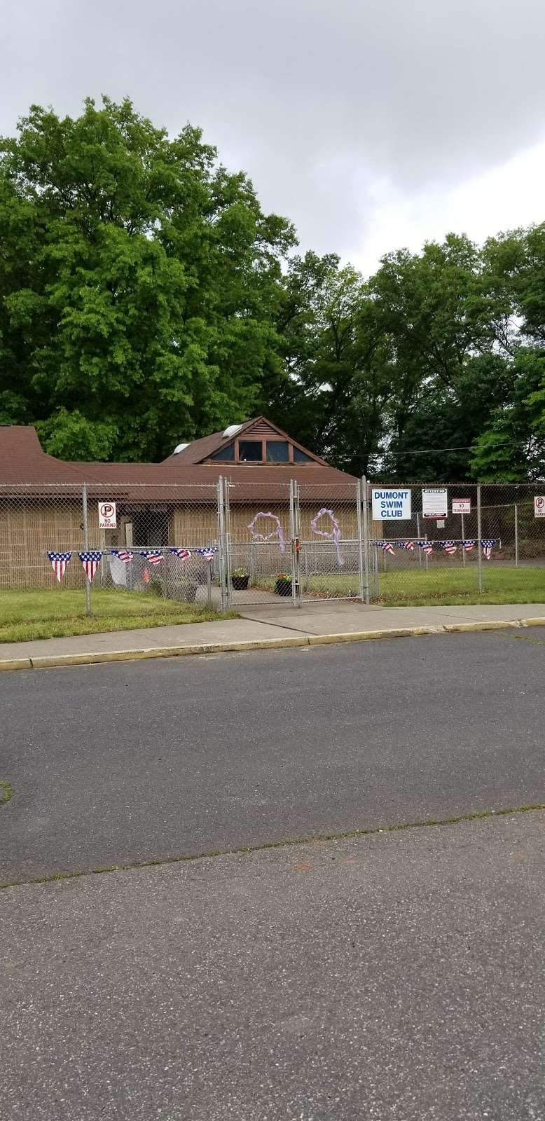 Vivyen Field - park    Photo 9 of 10   Address: 299 N Vivyen St, Bergenfield, NJ 07621, USA
