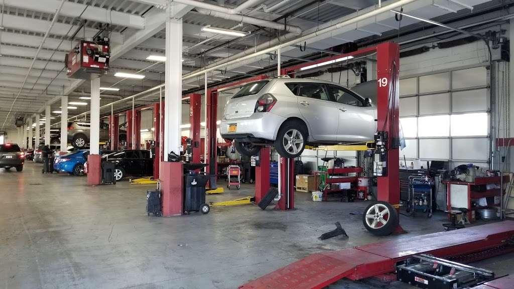 Advantage Toyota - car dealer  | Photo 4 of 10 | Address: 400 W Sunrise Hwy, Valley Stream, NY 11581, USA | Phone: (516) 887-8600