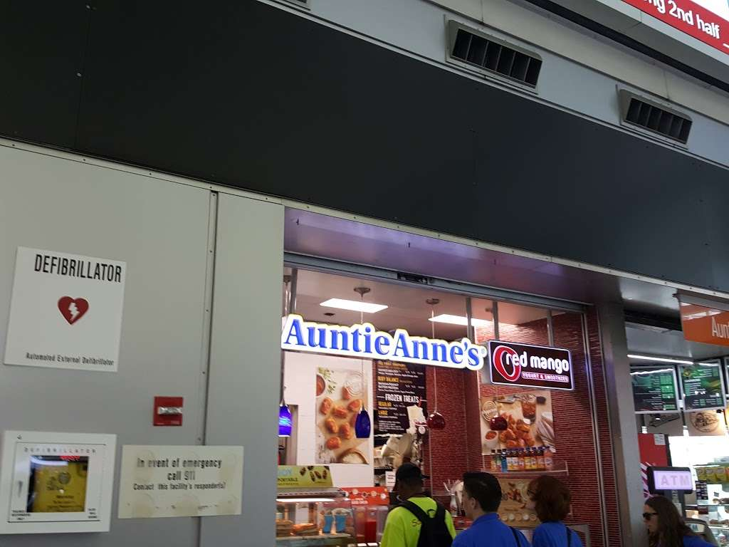 Auntie Annes - cafe  | Photo 6 of 8 | Address: 4 South St, New York, NY 10004, USA | Phone: (631) 574-7700