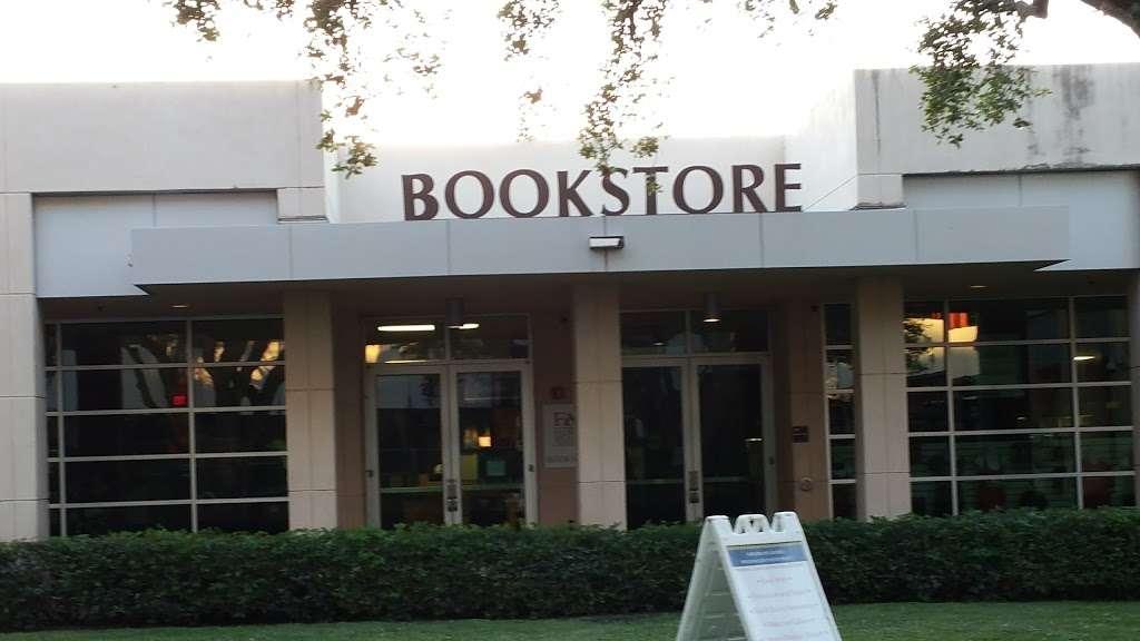 FAU Book Store - book store  | Photo 5 of 10 | Address: 777 Glades Rd, Boca Raton, FL 33431, USA | Phone: (561) 297-3720