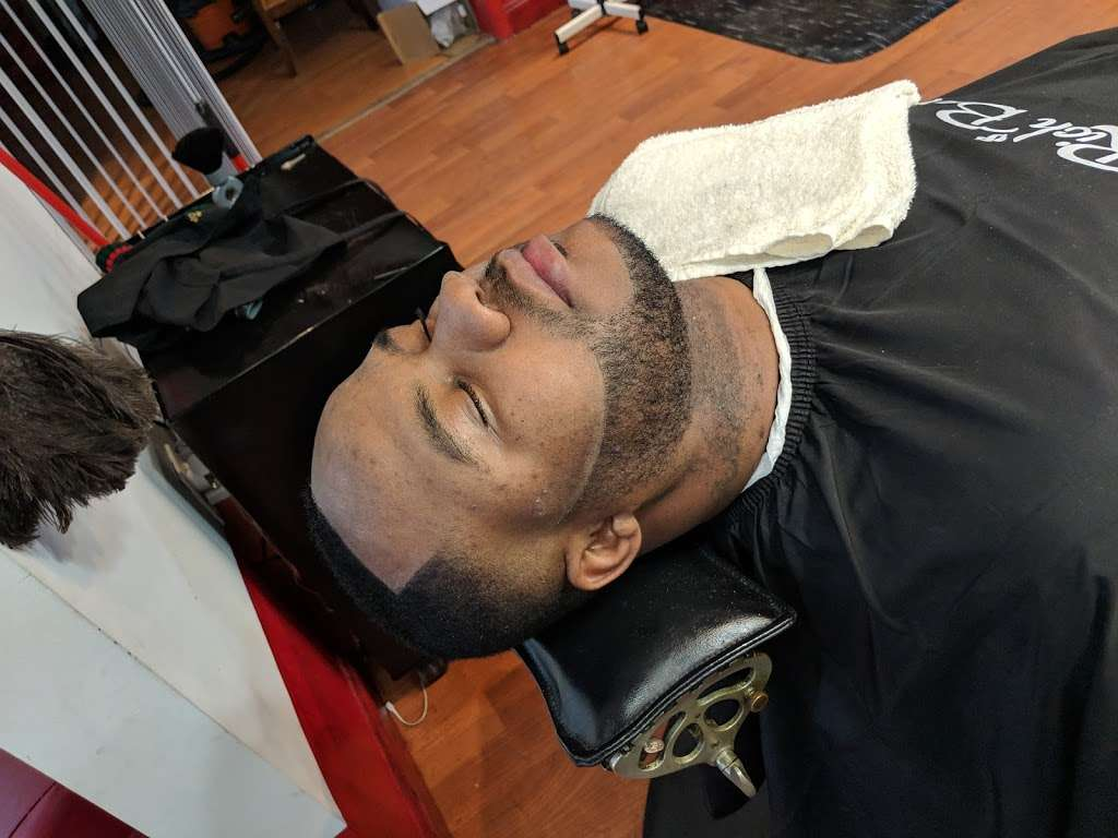 """Dominican Barbershop """"BROTHERHOOD"""" 1 - hair care    Photo 2 of 10   Address: 6416 Frederick Rd, Catonsville, MD 21228, United States   Phone: (443) 636-5063"""