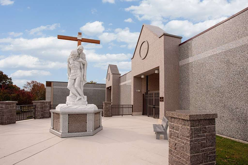 Holy Cross Cemetery & Mausoleum - cemetery  | Photo 2 of 10 | Address: 340 Ridge Rd, North Arlington, NJ 07031, USA | Phone: (201) 997-1900