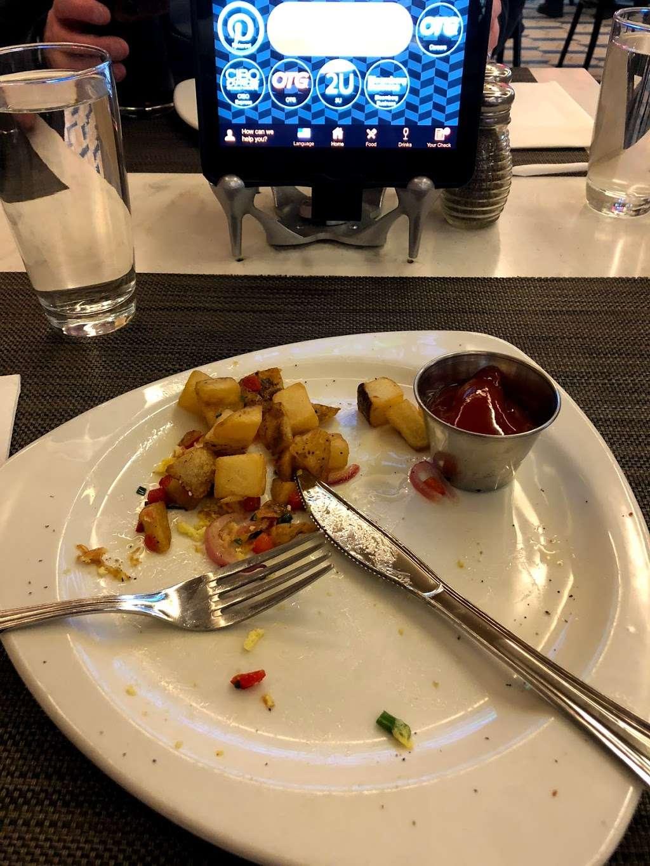 Taste of Bisoux - restaurant  | Photo 4 of 10 | Address: Terminal D Gates 3-4, Flushing, NY 11371, USA