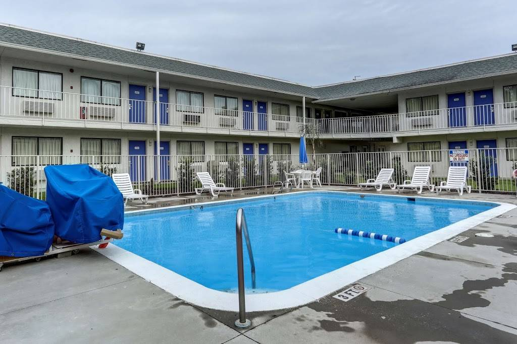 Motel 6 Port Allen, LA - Baton Rouge - lodging  | Photo 5 of 10 | Address: 2800 I- 10 Frontage Rd, Port Allen, LA 70767, USA | Phone: (225) 343-5945