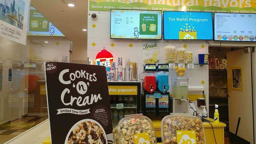 Doc Popcorn - meal takeaway  | Photo 9 of 10 | Address: 13783 W Oasis Srv Rd, Lake Forest, IL 60045, USA | Phone: (773) 491-7935