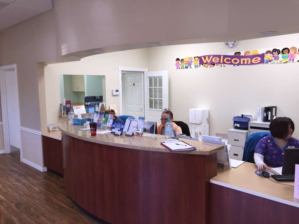 Luv N Care Pediatrics: AMBREEN ASLAM, M.D., ANNA PEREZ-SILVA, M. - doctor  | Photo 3 of 10 | Address: 11811 Fallbrook Dr b, Houston, TX 77065, USA | Phone: (832) 237-8882