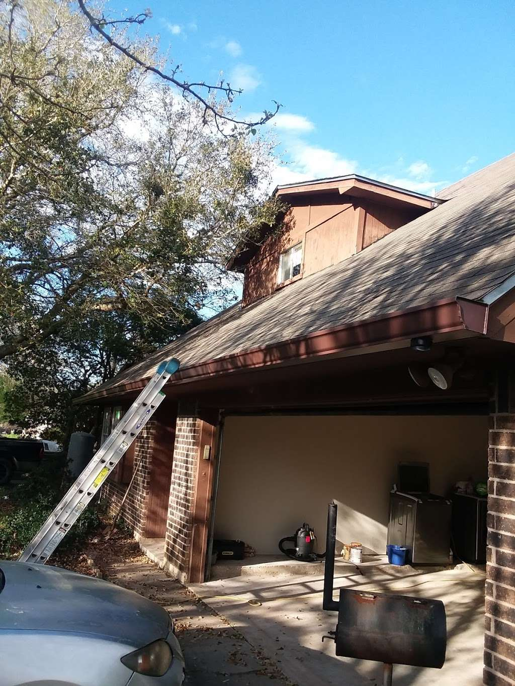 Seamless Gutters and Roof Service - roofing contractor  | Photo 5 of 10 | Address: 593 Legion Rd, Angleton, TX 77515, USA | Phone: (979) 418-1335