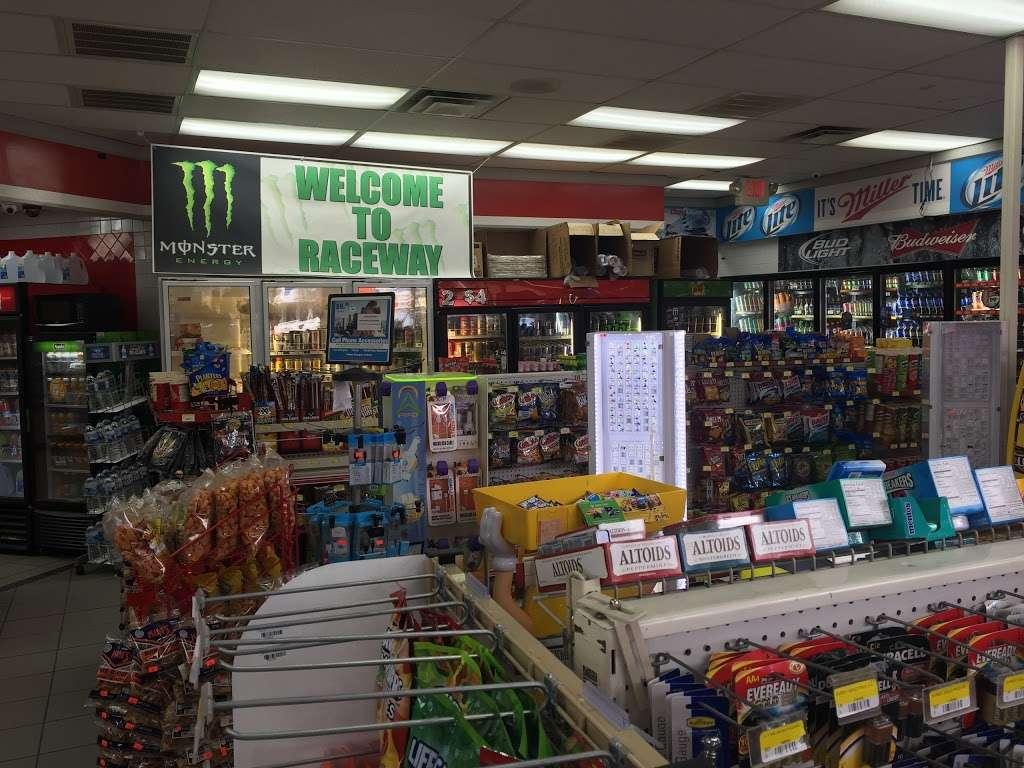 Raceway - convenience store  | Photo 1 of 10 | Address: 3815 Brookshire Blvd, Charlotte, NC 28216, USA | Phone: (704) 391-0071