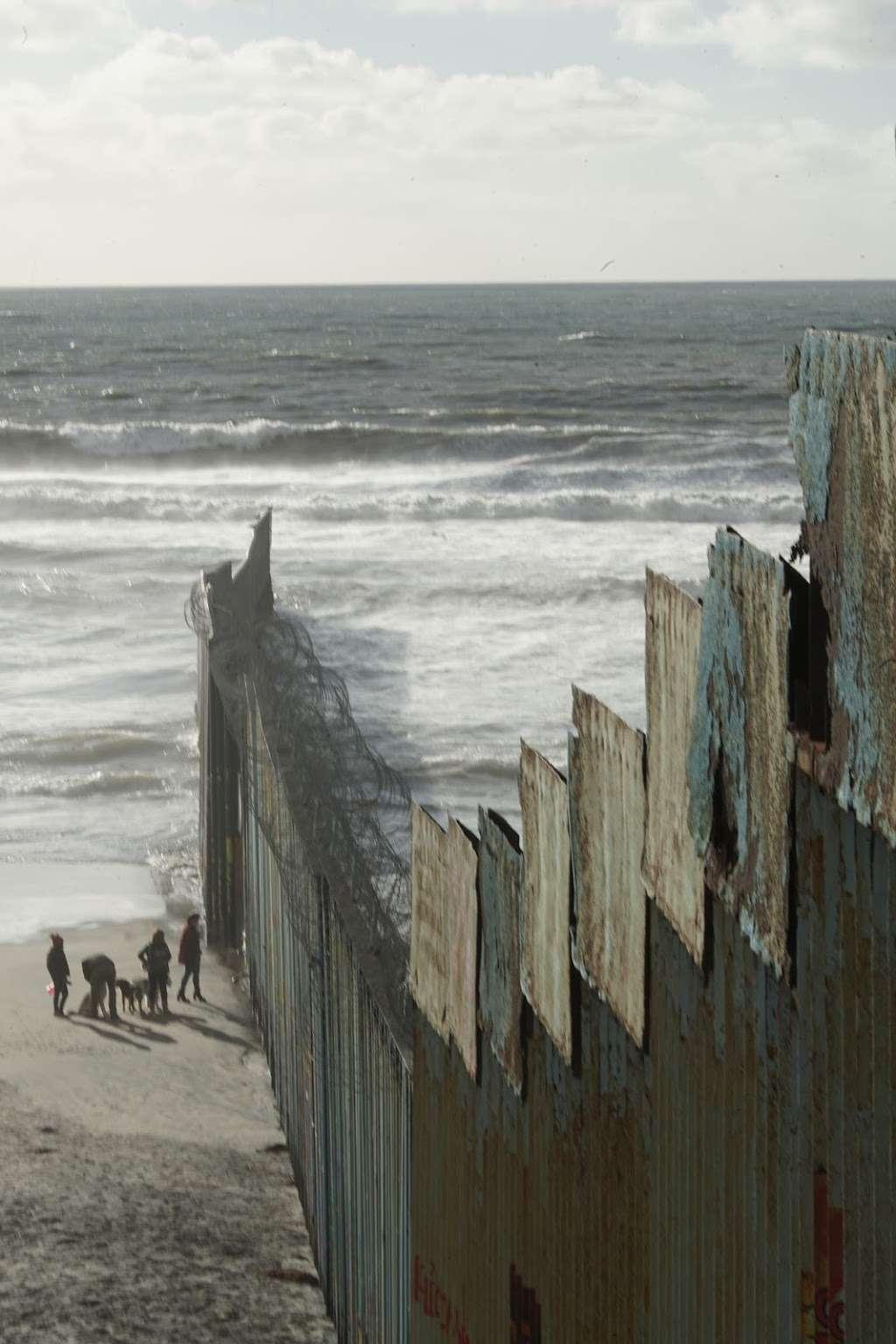 El Muro en la Playa, Tijuana - museum  | Photo 3 of 10 | Address: Faro, Monumental, Tijuana, B.C.