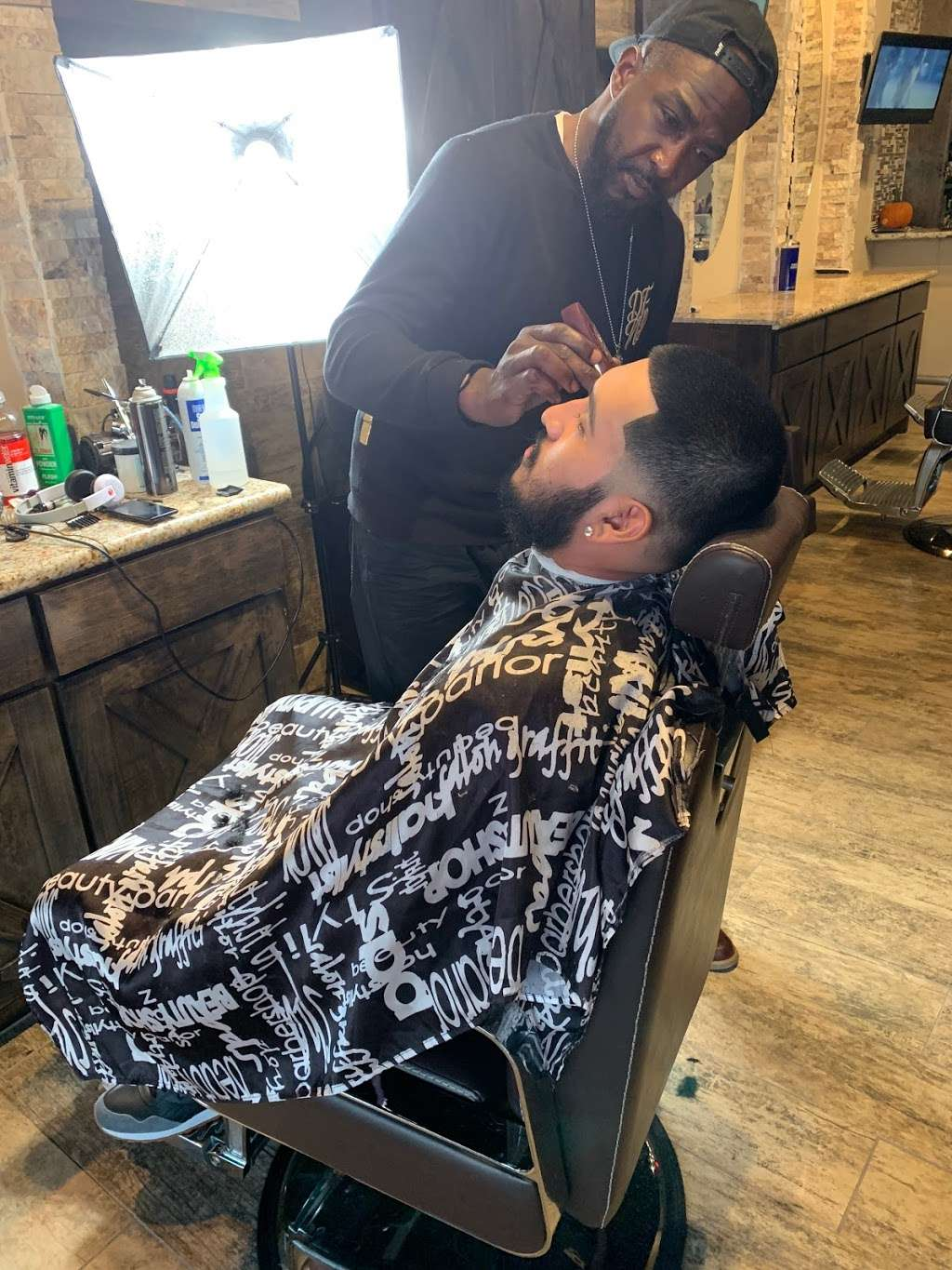 The Gent's Spot Barbershop & Lounge - hair care  | Photo 4 of 10 | Address: 1029 Hwy 6 N. Suite 600, Houston, TX 77079, USA | Phone: (281) 835-4426