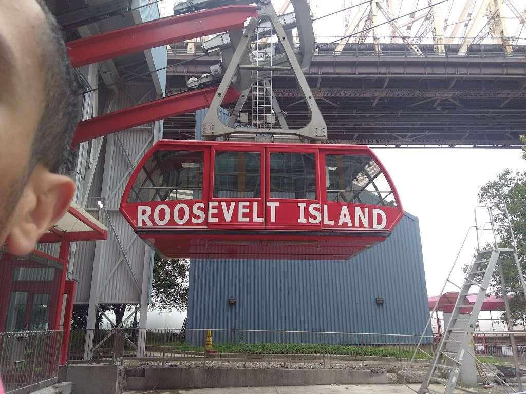 Roosevelt Island Ferry Terminal - transit station  | Photo 8 of 10 | Address: New York, NY 10044, USA