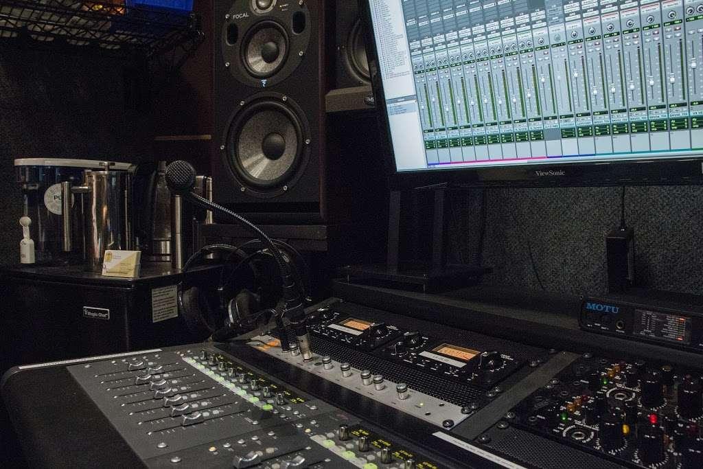 Vitruvian Sound NYC - electronics store  | Photo 6 of 10 | Address: 2 St Nicholas Ave #5, Brooklyn, NY 11237, USA | Phone: (929) 324-0845