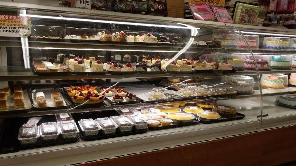 Supermercados El Bodegon - supermarket  | Photo 6 of 10 | Address: 4481 Lake Worth Rd, Lake Worth, FL 33461, USA | Phone: (561) 967-2177