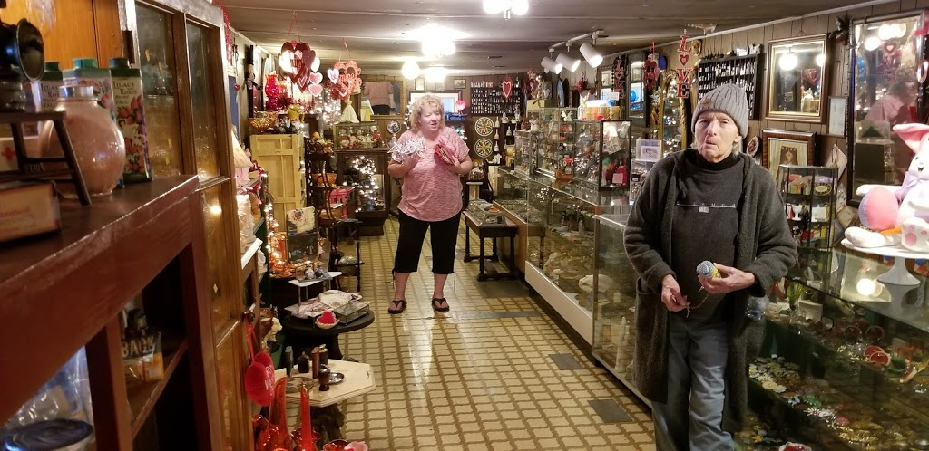 Antique Treasures - home goods store  | Photo 4 of 10 | Address: 55 Roadside Dr, Shartlesville, PA 19554, USA | Phone: (610) 488-1545