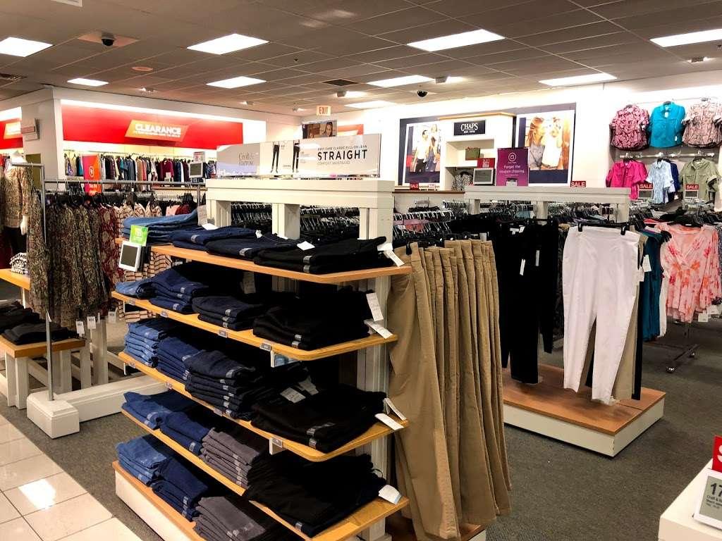 Kohls Secaucus - department store  | Photo 3 of 10 | Address: 3 Mill Creek Dr, Secaucus, NJ 07094, USA | Phone: (201) 553-9143