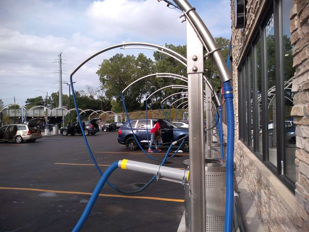 Buddy Bear Car Wash - car wash  | Photo 9 of 10 | Address: 4130 S Western Ave, Chicago, IL 60609, USA | Phone: (773) 847-1221