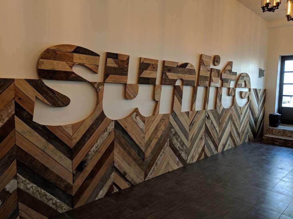 Sunlite Bulbs & Fixtures - home goods store  | Photo 4 of 6 | Address: 744 Clinton St, Brooklyn, NY 11231, USA | Phone: (718) 768-7000