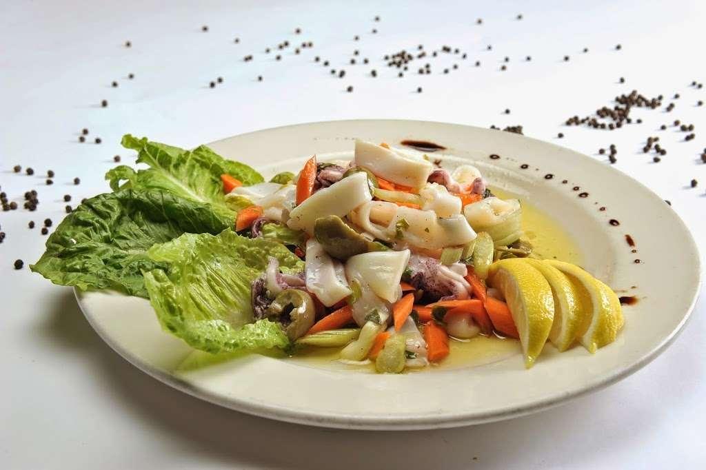 Vinnys Ristorante - meal takeaway  | Photo 8 of 10 | Address: 3320 76 Broadway, Somerville, MA 02145, USA | Phone: (617) 628-1921