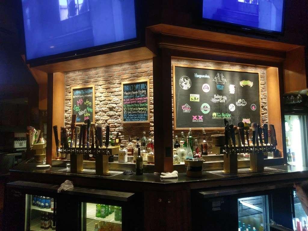 Fox & Hound - restaurant  | Photo 3 of 10 | Address: Yorkshire Shpg Center, 4320 E. New York Ave, Aurora, IL 60504, USA | Phone: (630) 236-9183