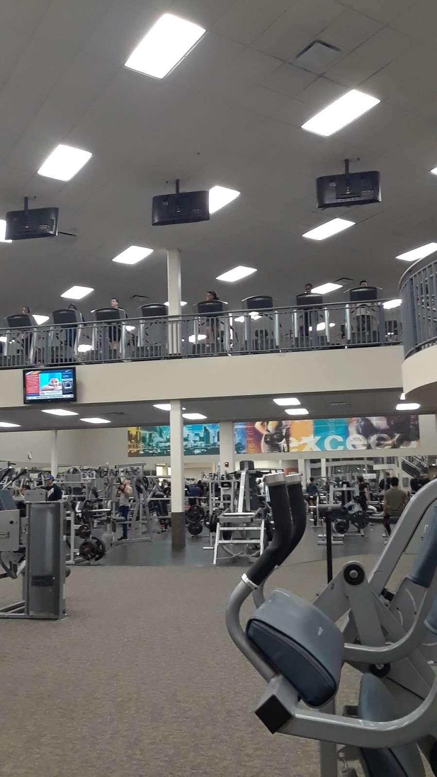 LA Fitness - gym  | Photo 7 of 10 | Address: 452 Lakehurst Rd, Waukegan, IL 60085, USA | Phone: (224) 399-0990