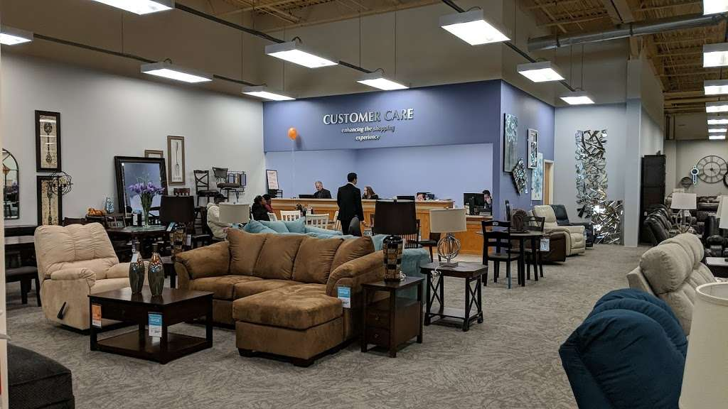 Raymour & Flanigan Furniture and Mattress Outlet - furniture store    Photo 7 of 10   Address: 7 Route 9 S, Manalapan, NJ 07726, USA   Phone: (732) 252-1980