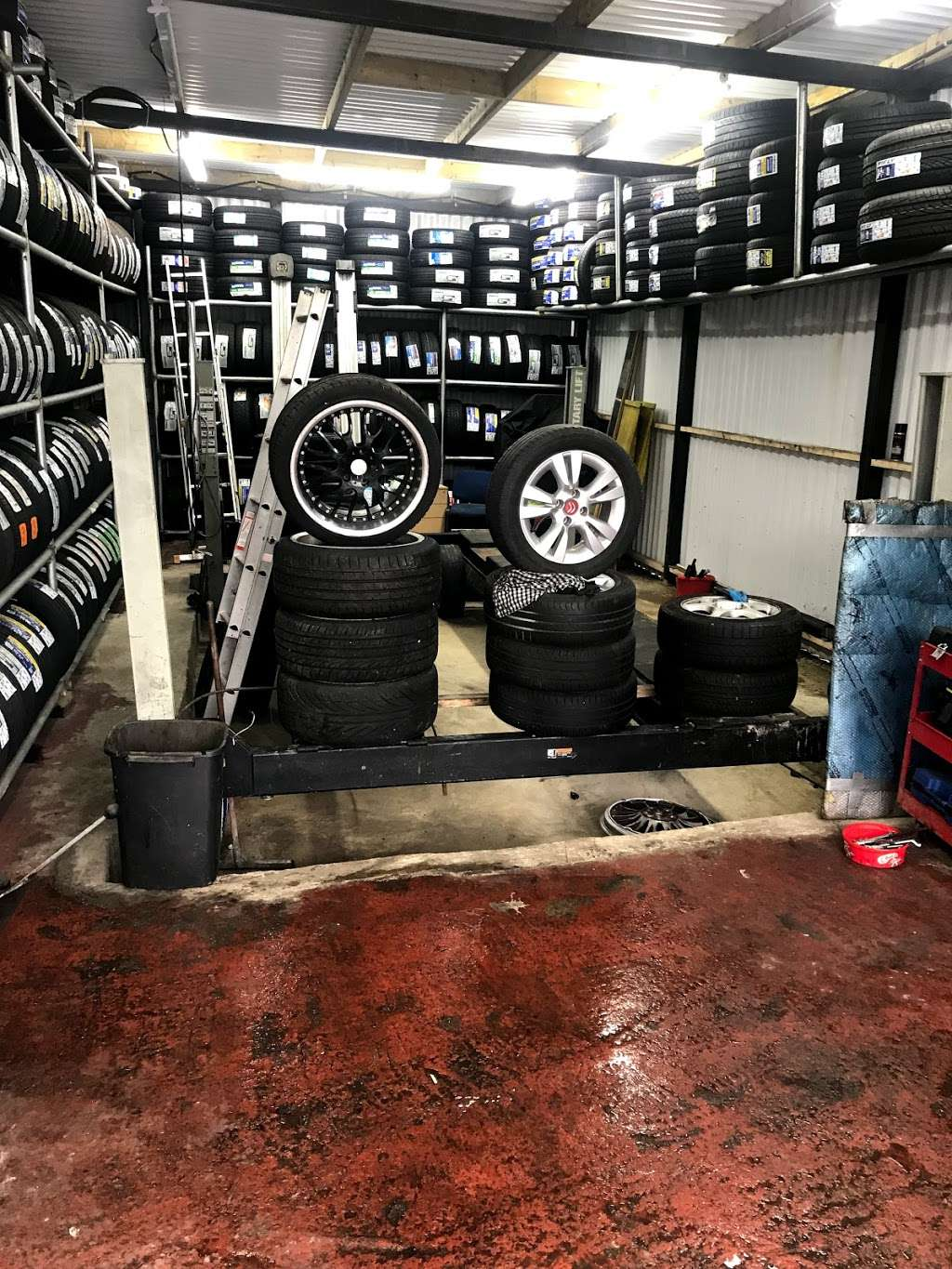 Quick Tyre & Car services - car repair  | Photo 10 of 10 | Address: Craven Park, Harlesden, London NW10 8SQ, UK | Phone: 07427 679906
