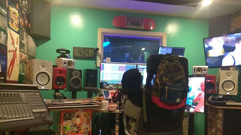 EBAN RECORDING | FILM STUDIOS - electronics store  | Photo 3 of 10 | Address: 934 W Patapsco Ave, Baltimore, MD 21230, USA | Phone: (443) 430-1764