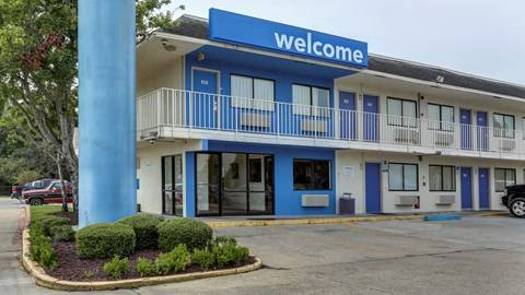 Motel 6 Port Allen, LA - Baton Rouge - lodging  | Photo 1 of 10 | Address: 2800 I- 10 Frontage Rd, Port Allen, LA 70767, USA | Phone: (225) 343-5945