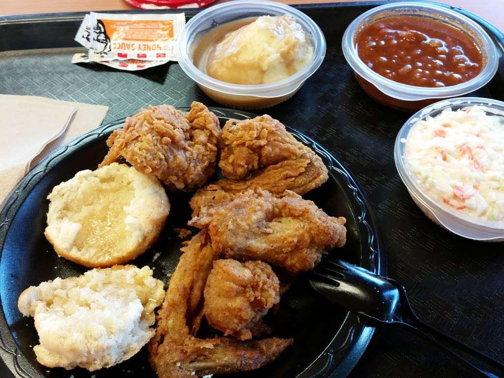 KFC - restaurant  | Photo 7 of 10 | Address: 177 NJ-17, Hasbrouck Heights, NJ 07604, USA | Phone: (201) 426-0380
