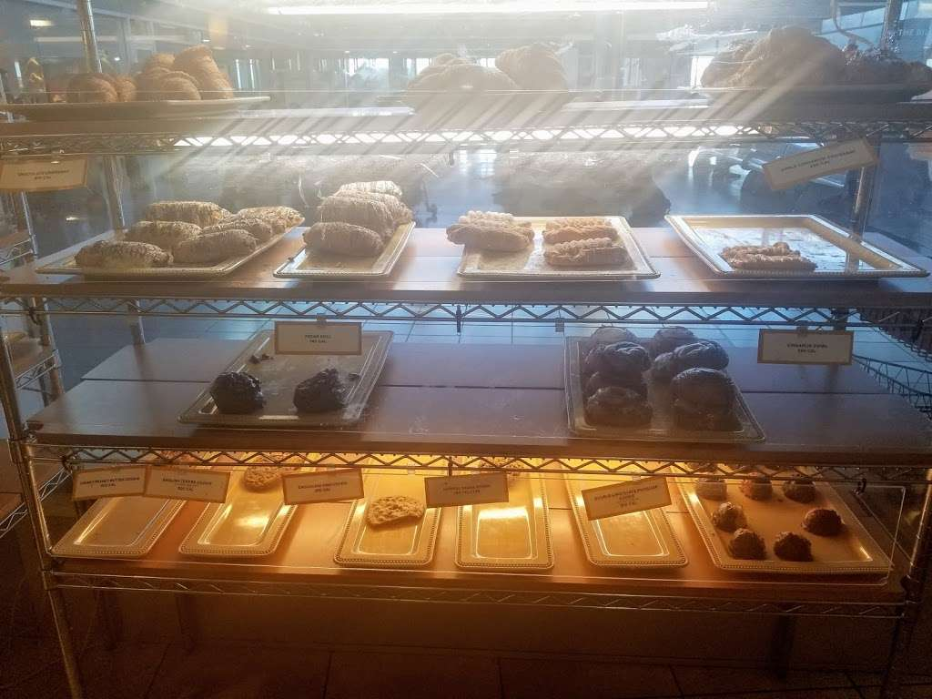 Au Bon Pain - restaurant  | Photo 9 of 10 | Address: One Bay St, Staten Island, NY 10301, USA | Phone: (718) 420-0846