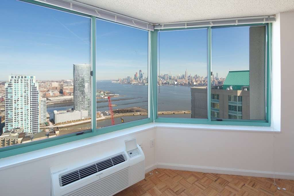 Southampton at Newport - real estate agency  | Photo 4 of 9 | Address: 20 River Ct, Jersey City, NJ 07310, USA | Phone: (844) 388-6913