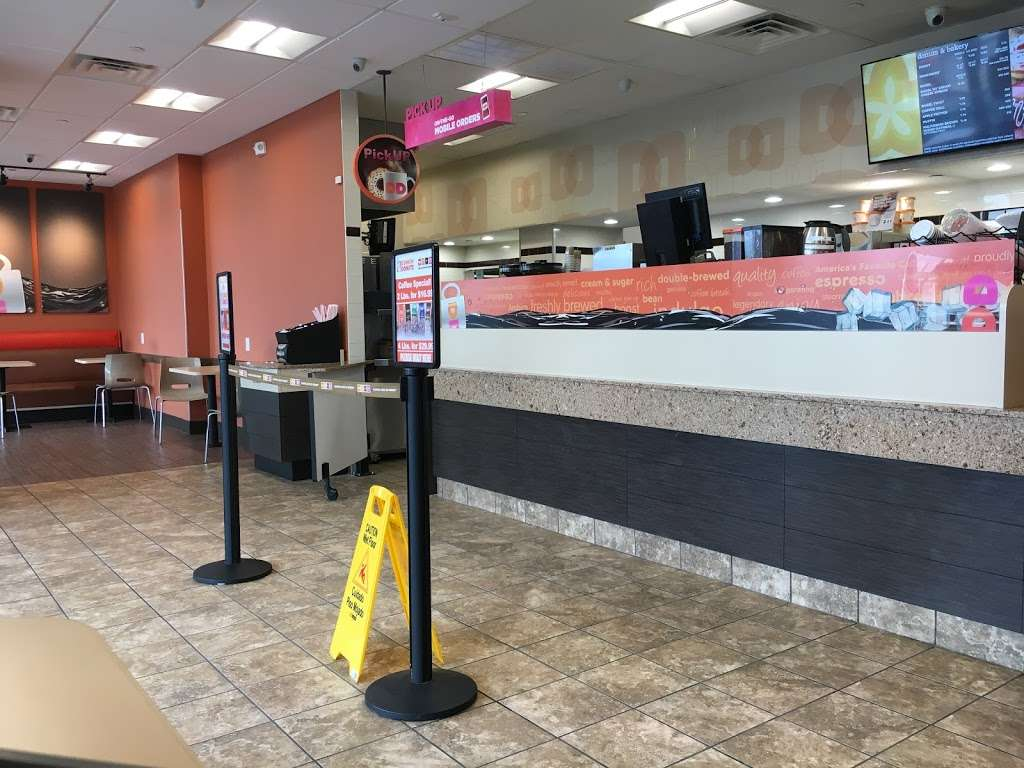 Dunkin Donuts - cafe  | Photo 8 of 10 | Address: 500 Ave at Port Imperial, Weehawken, NJ 07086, USA | Phone: (201) 766-1432