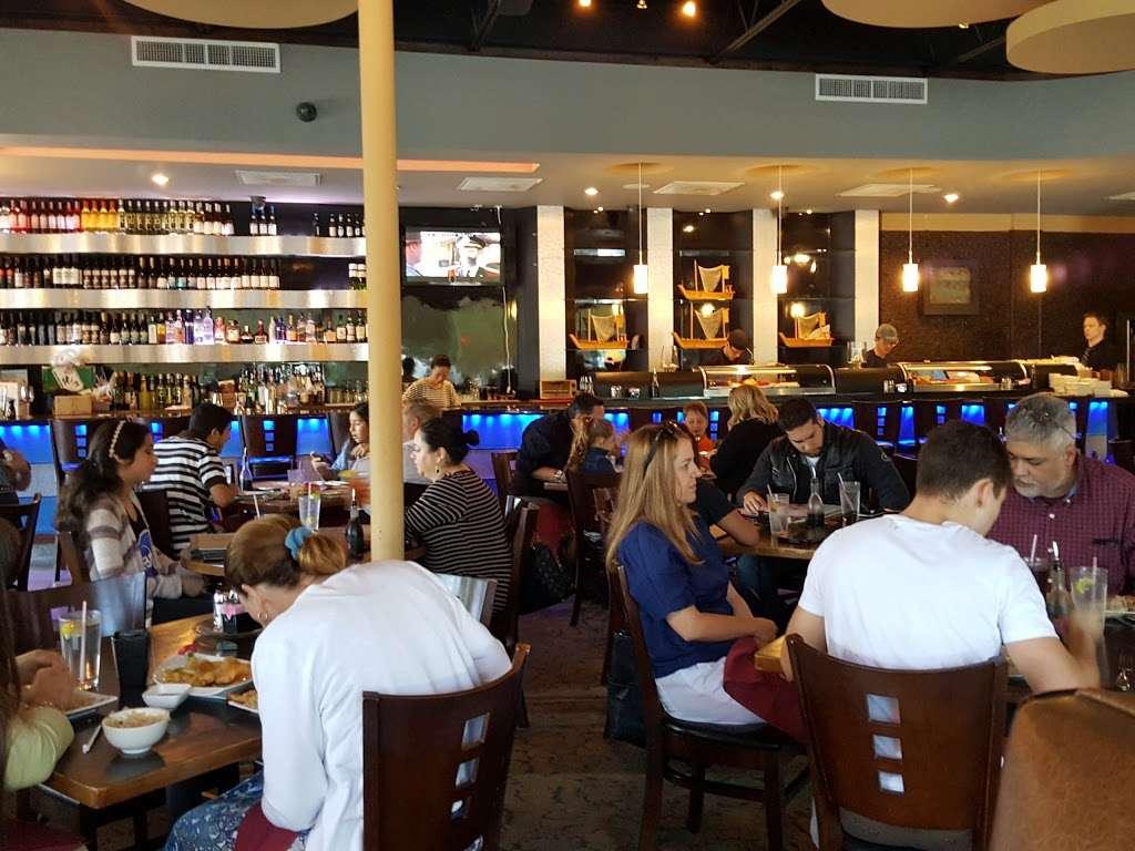 Akashi Sushi Fusion Cuisine - restaurant  | Photo 5 of 10 | Address: 2271 Northpark Dr, Kingwood, TX 77339, USA | Phone: (281) 358-8828