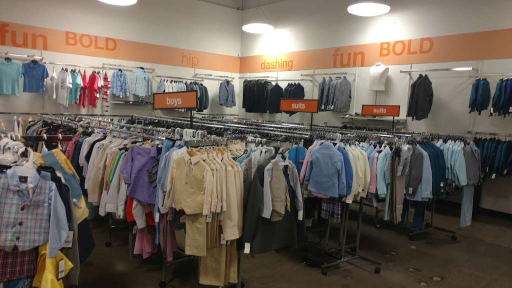 K&G Fashion Superstore - clothing store  | Photo 6 of 10 | Address: 667 North Cockrell Hill, Duncanville, TX 75116, USA | Phone: (972) 298-1718