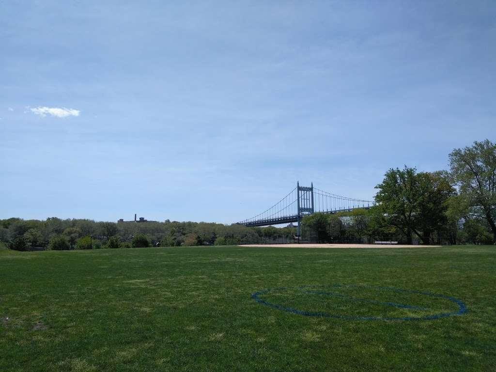 Randalls Island, Kantor Fields - park  | Photo 5 of 6 | Address: Hell Gate Cir, New York, NY 10035, USA