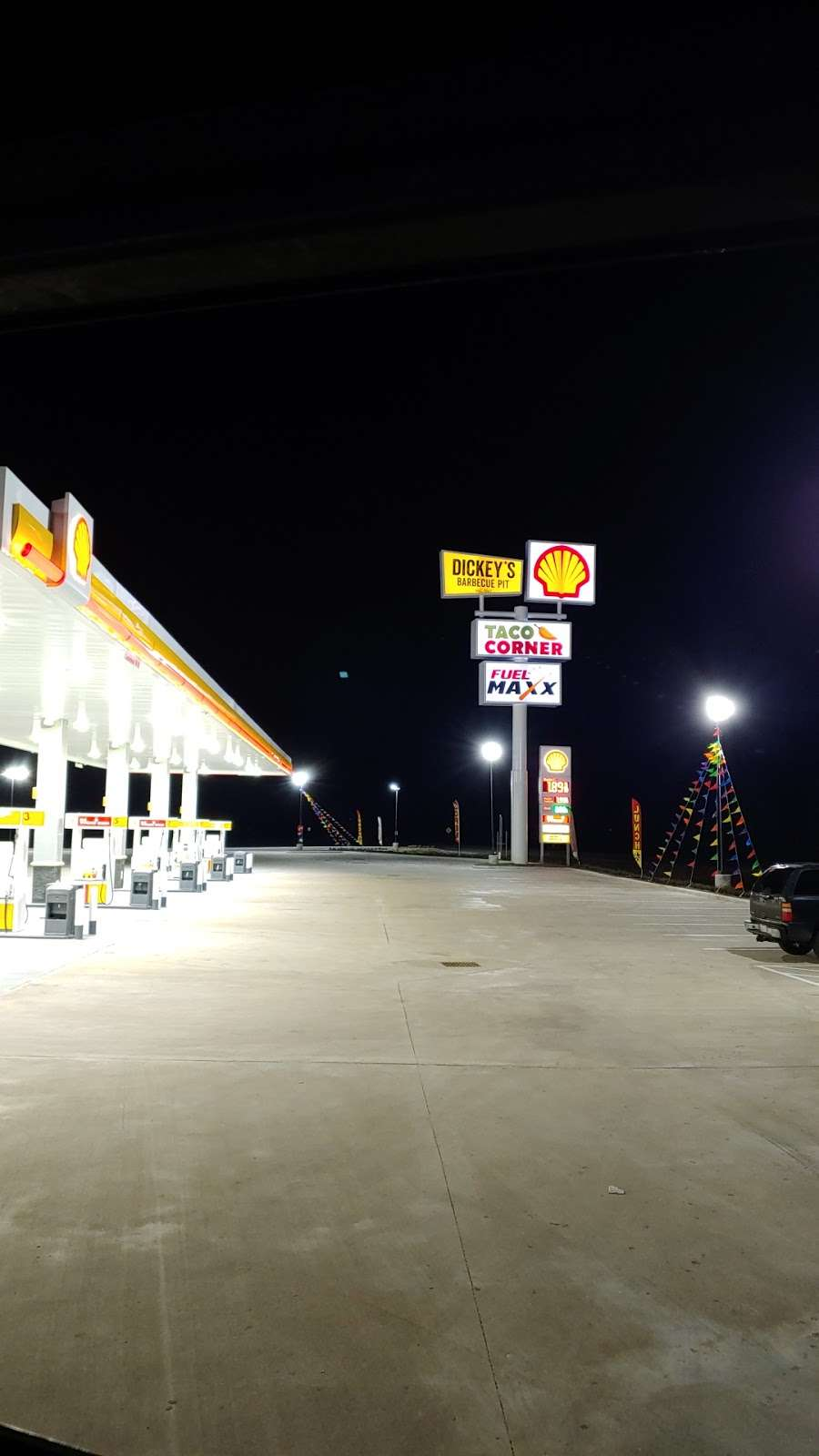 FUEL MAXX 46 - gas station    Photo 4 of 5   Address: 13835 TX-105, Cleveland, TX 77327, USA   Phone: (281) 806-7721