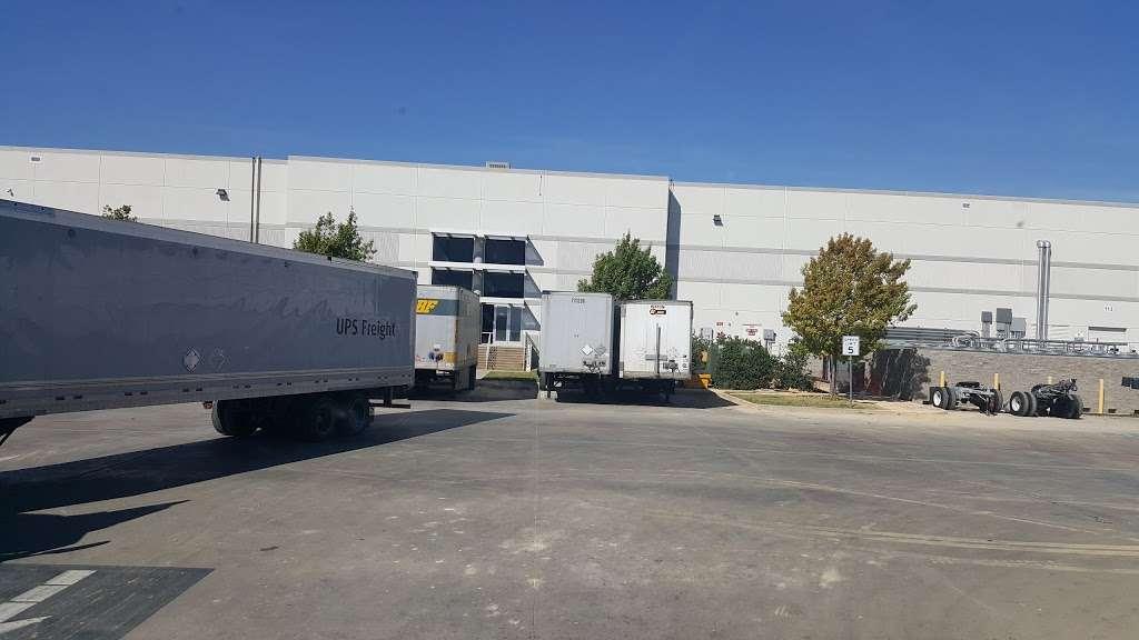 Amazon Fulfillment Center DFW8 - storage    Photo 3 of 10   Address: 2700 Regent Blvd, Irving, TX 75063, USA