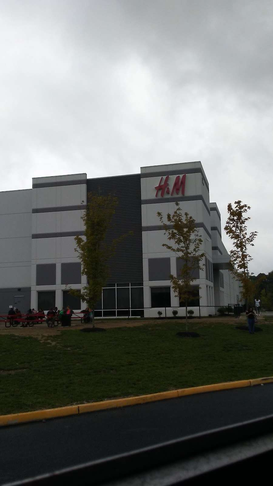 H&M Logistics - clothing store  | Photo 4 of 9 | Address: 1600 River Rd, Burlington, NJ 08016, USA | Phone: (866) 246-6453