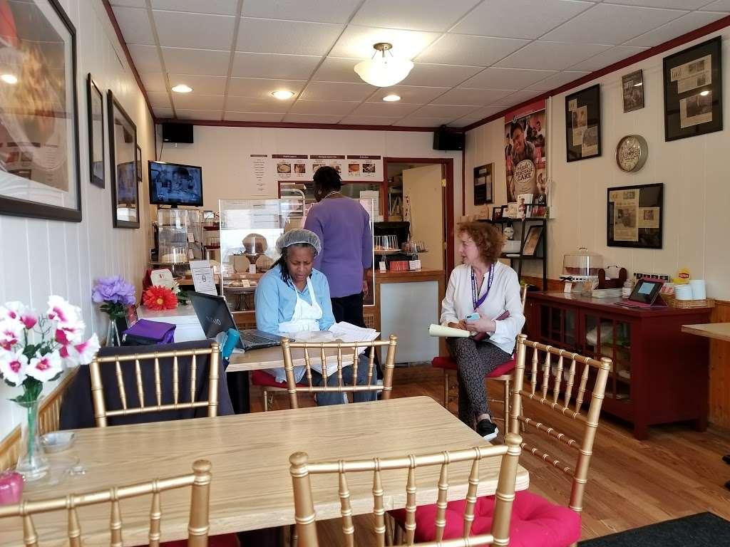 Mortgage Apple Cakes Bakery & Café - bakery    Photo 1 of 10   Address: 740 Chestnut Ave, Teaneck, NJ 07666, USA   Phone: (201) 371-3121