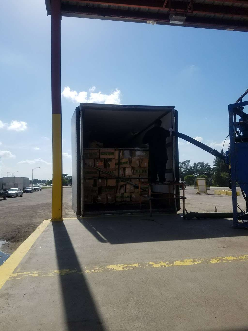 Glades Truck Ice Inc - store  | Photo 6 of 9 | Address: 1501 S Main St, Belle Glade, FL 33430, USA | Phone: (561) 996-7710