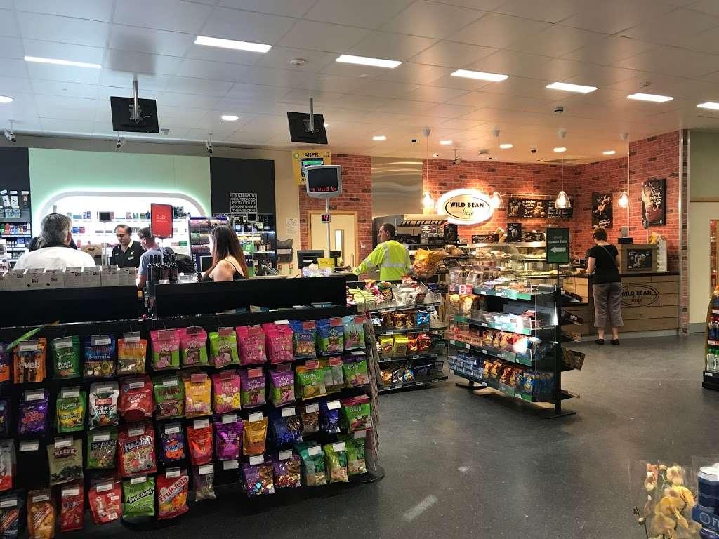 BP - gas station  | Photo 3 of 6 | Address: 43-47 Godstone Rd, Warlingham, Whyteleafe CR3 0EG, UK | Phone: 020 8645 2515