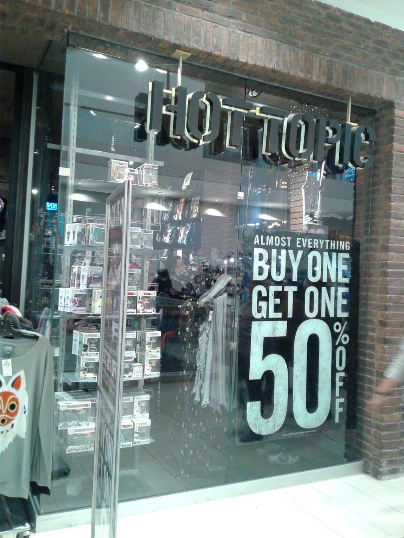 Hot Topic - clothing store  | Photo 1 of 10 | Address: 201 E Magnolia Blvd #290, Burbank, CA 91501, USA | Phone: (818) 843-8630