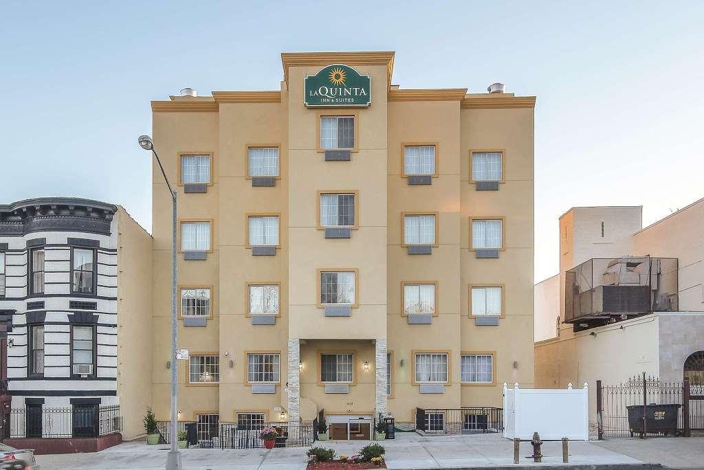 La Quinta Inn & Suites Brooklyn East - lodging  | Photo 1 of 10 | Address: 1412 Pitkin Ave, Brooklyn, NY 11233, USA | Phone: (718) 735-0915